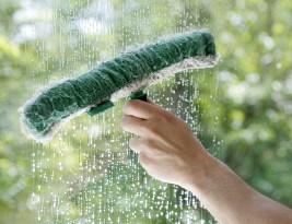 Comment nettoyer les vitres et les miroirs avec une raclette sans laisser de trace ?