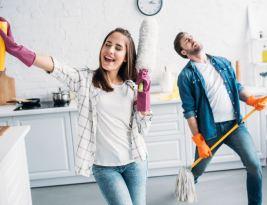 Faire le ménage permettrait de vivre plus longtemps et rends heureux selon une étude britannique