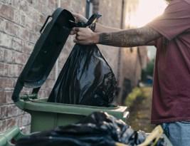 Comment éviter d'avoir des asticots dans sa poubelle ?