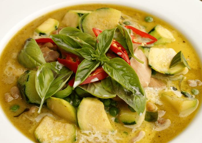Recette de poulet thaï  au curry vert et au lait de coco (Gaeng Kiew Wan Gai)