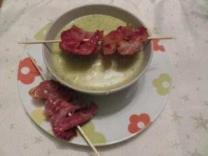 Soupe de pommes de terre et jambon de Parme frit