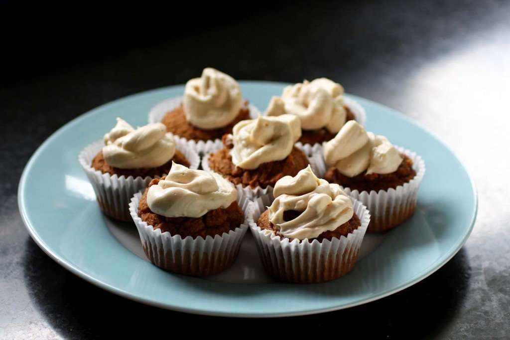 primal spice cupcakes with maple cream cheese frosting