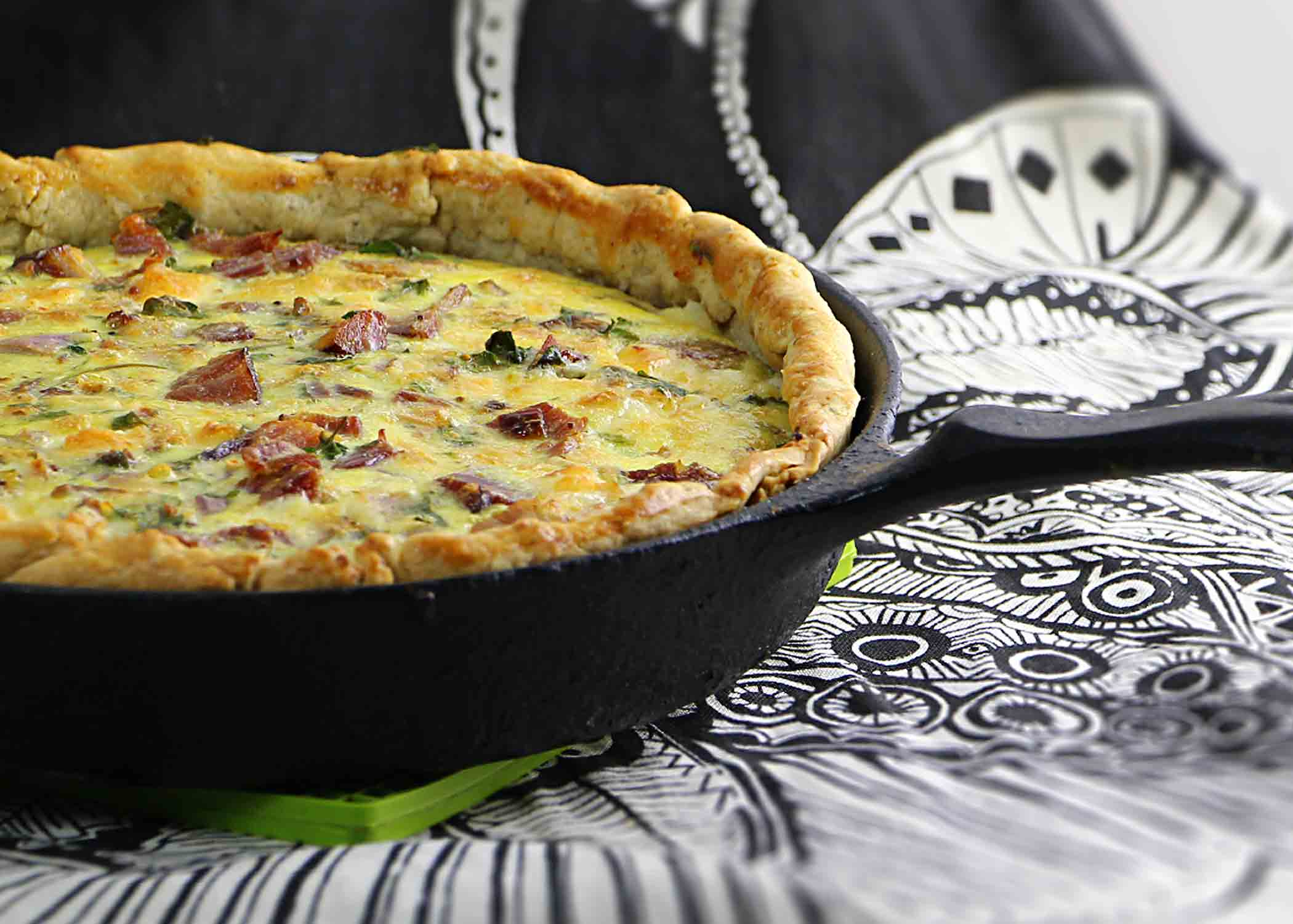 close-up-cast-iron-quiche-with-ham-and-cheddar