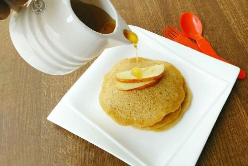 eggless apple pancake feature