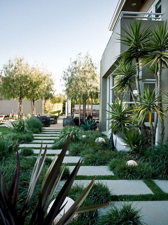 minimalist backyard garden 19