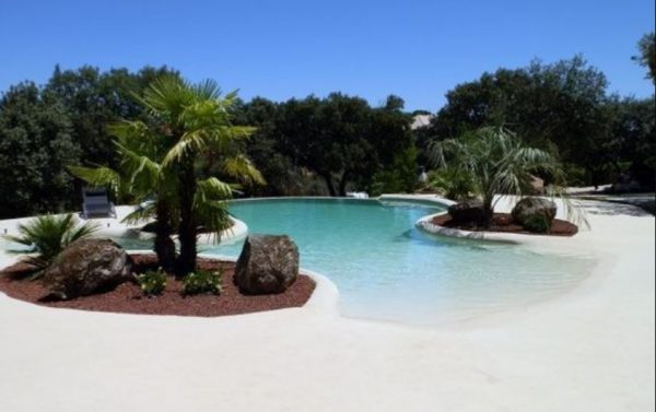 beach entry pool feature
