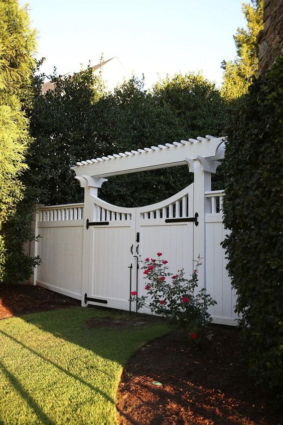 modern vinyl fence 11