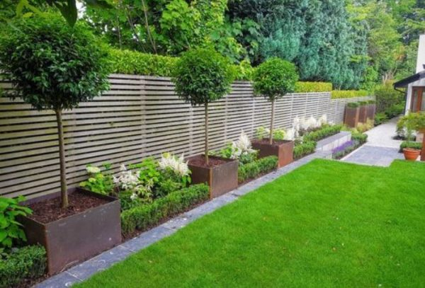 25+ Most Beautiful Fence Landscaping Ideas to Beautify ... on Backyard Landscaping Along Fence id=84844