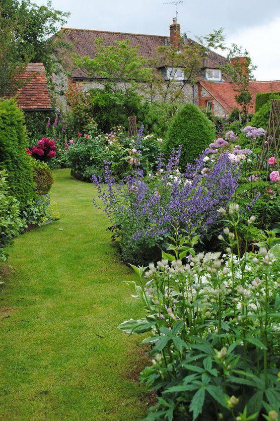 flower backyard ideas 17