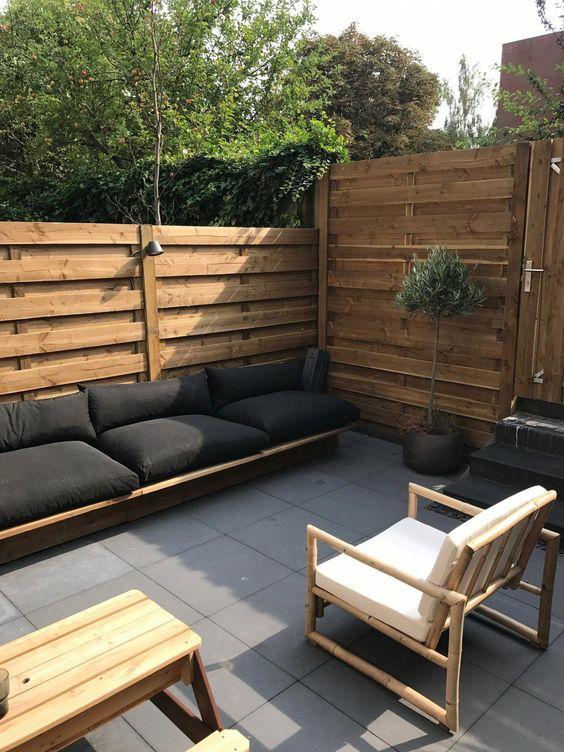 Backyard Furniture Ideas: Earthy Minimalist Furniture