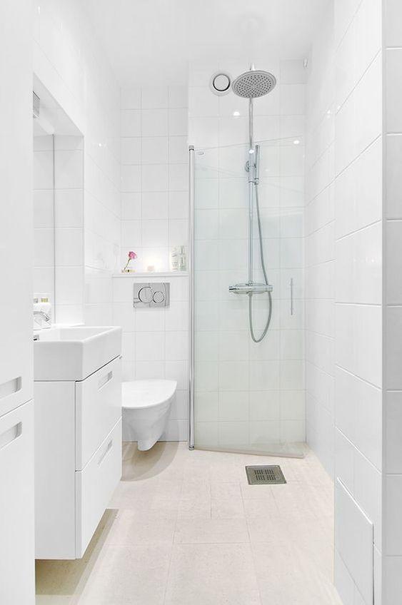 White Bathroom Ideas: Simple Transitional Decor