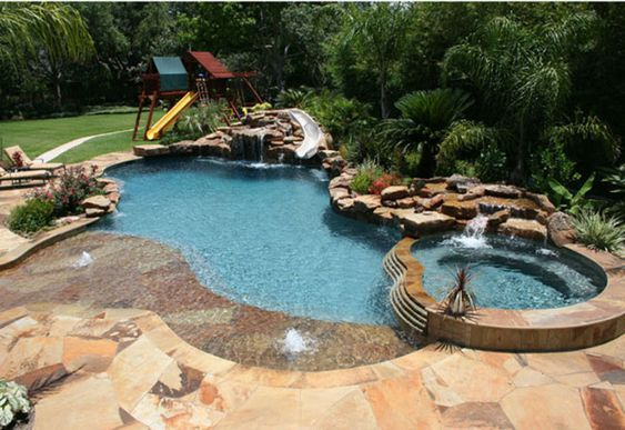Swimming Pool with Hot Tub 12