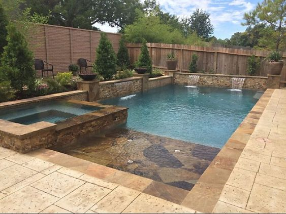 Swimming Pool with Hot Tub 22