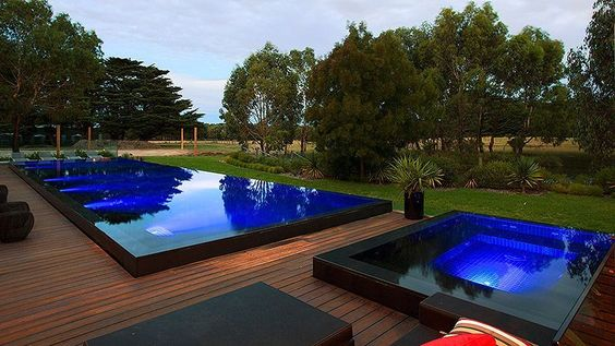 Swimming Pool with Hot Tub 23