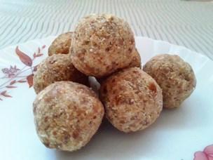 OATS-LADDU – Yummy Recipes