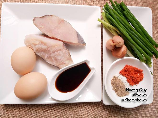 Cách làm món cơm chiên cá mặn cực ngon - 1