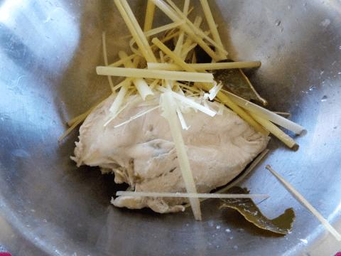Cách làm khô gà lá chanh vừa ngon vừa nhanh 2