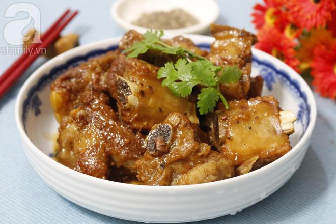 Sườn kho tiêu: Mềm ngon - đậm đà - vàng óng bắt mắt ăn với cơm nóng thì ngon miễn chê - Ảnh 5.