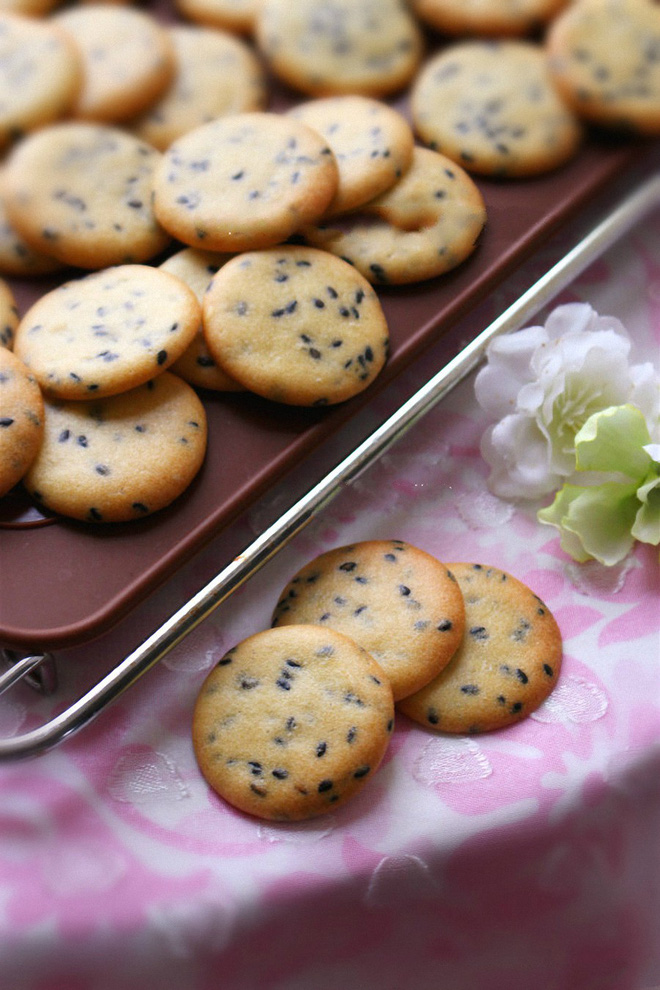 Ngày nghỉ tranh thủ làm bánh quy vừng để dành cho con ăn vặt mỗi ngày - Ảnh 5.
