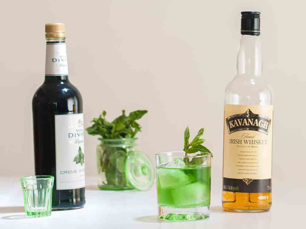 Leprechauns-Green-Gold-Irish-Whiskey-Cocktail