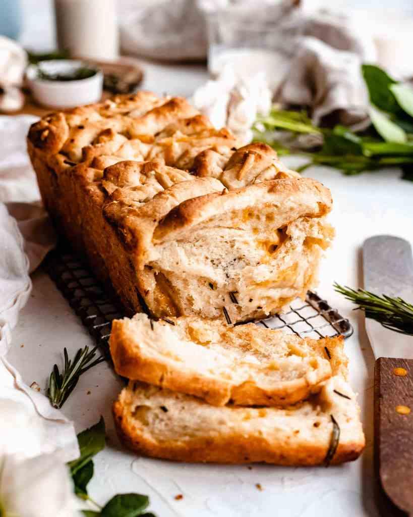vegan garlic bread cheesy pull-apart bread