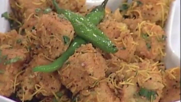 Vati Dal na Lasaniya Khaman – Garlicious Spongy Dhokla of Crushed Lentils