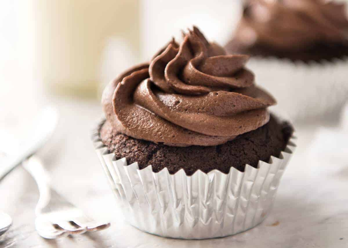 Best EASY Chocolate Cupcakes (no Stand Mixer)