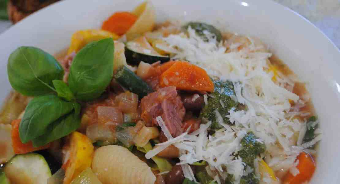 Minestrone with ham and pesto