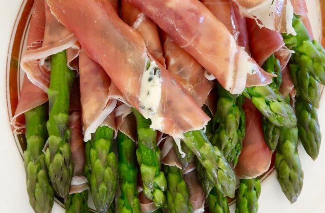 Asparagus with Prosciutto and Blue cheese