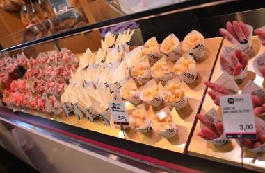 Charcuterie et fromage au Mercat de la Boqueria, Barcelone
