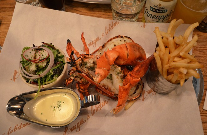 Assiette de homard frites chez Burger and Lobster, New York