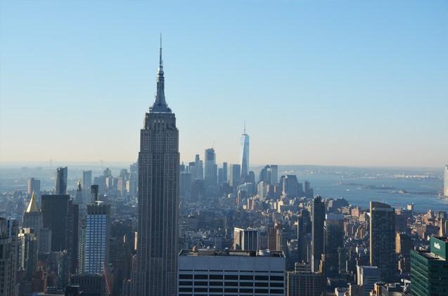 Vue sur l'Empire State Building et Manhattan depuis le Rockefeller Center, New York