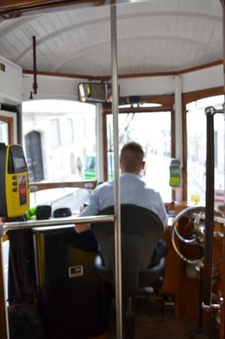 A l'intérieur du tramway jaune de Lisbonne : le tram n°28