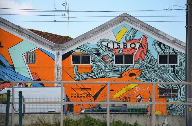 Gare de tramway taguée de street-art, Lisbonne