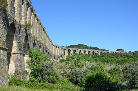 Vue sur l'aqueduc de Tomar, Portugal