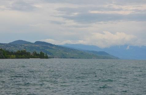 Paysage sur le Lac Léman et ses montagnes suisses