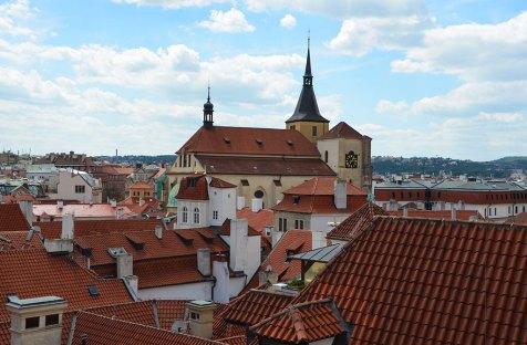 Vue sur les toits rouges de Prague