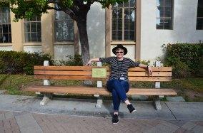 Assise sur le banc de Forrest Gump aux Paramount Studios, Los Angeles