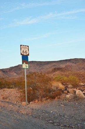 Panneau Route 66 en bord de chaussée