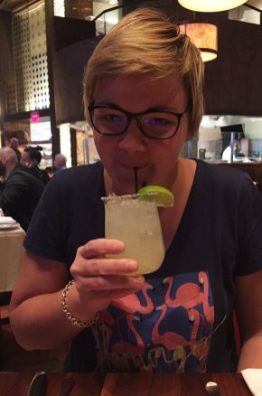 Charlotte boit une margarita à Las Vegas