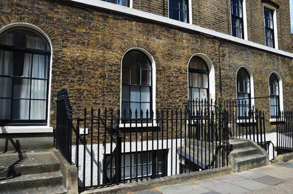 Façade d'appartements typiques londonniens