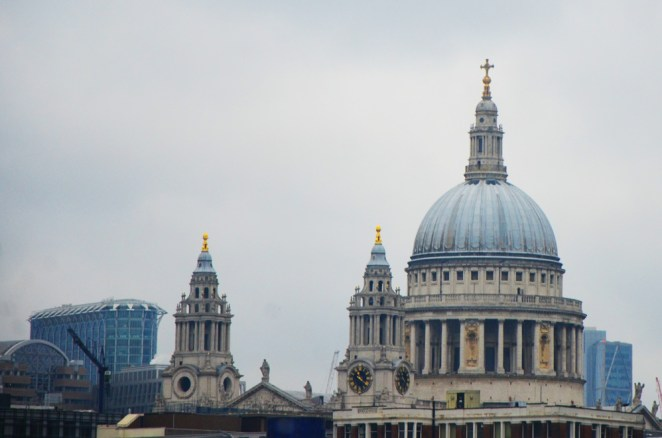 Vue sur la façade de la Cathédrale Saint-Paul, Londres