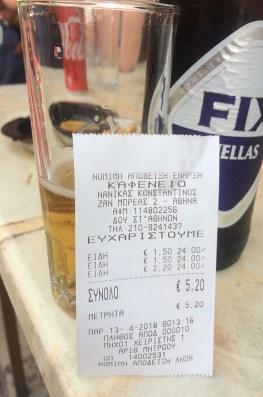 Addition pour un verre à Athènes, en Grèce