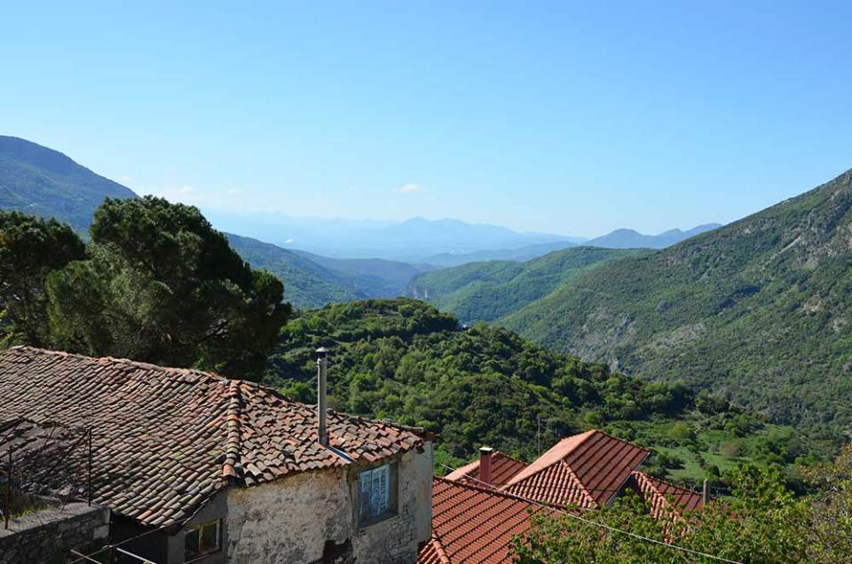 Vue sur les montagnes depuis le village de Dimitsana, Grèce