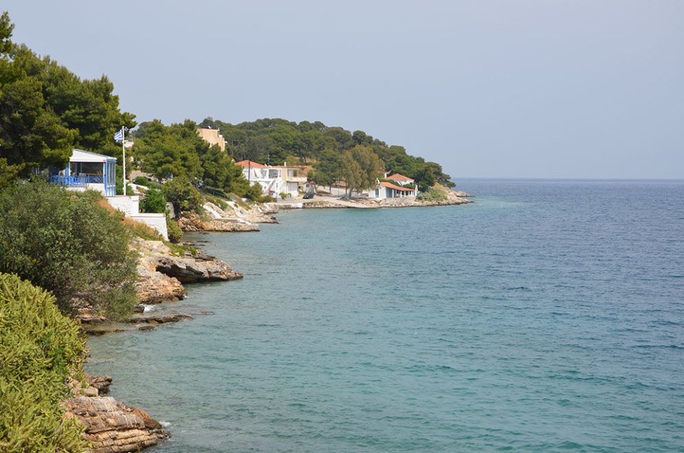 Vue sur la mer depuis un restaurant d'Hermione, Grèce