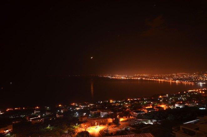 Vue nocturne sur Kalamata depuis notre hôtel