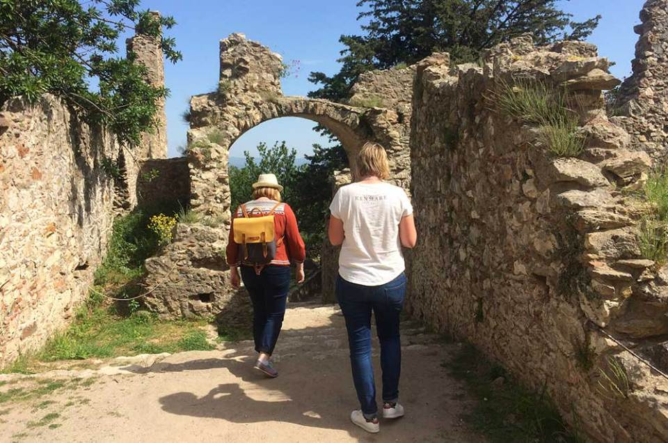 Charlotte et Marie-Catherine à l'assaut du site de Mystra, Grèce