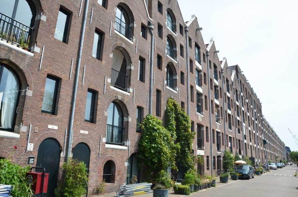 Vue sur les anciens entrepôts du quartier d'Entrepotdok, Amsterdam