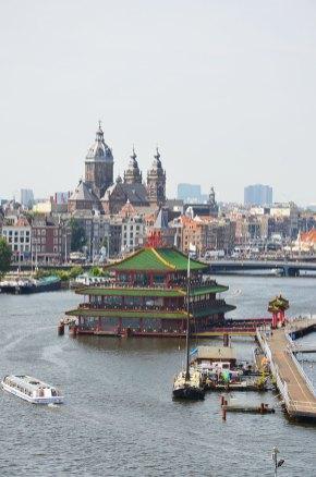 Vue sur Amsterdam depuis le NEMO, musée scientifique