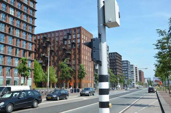 Bâtiments résidentiels le long des docks d'Amsterdam